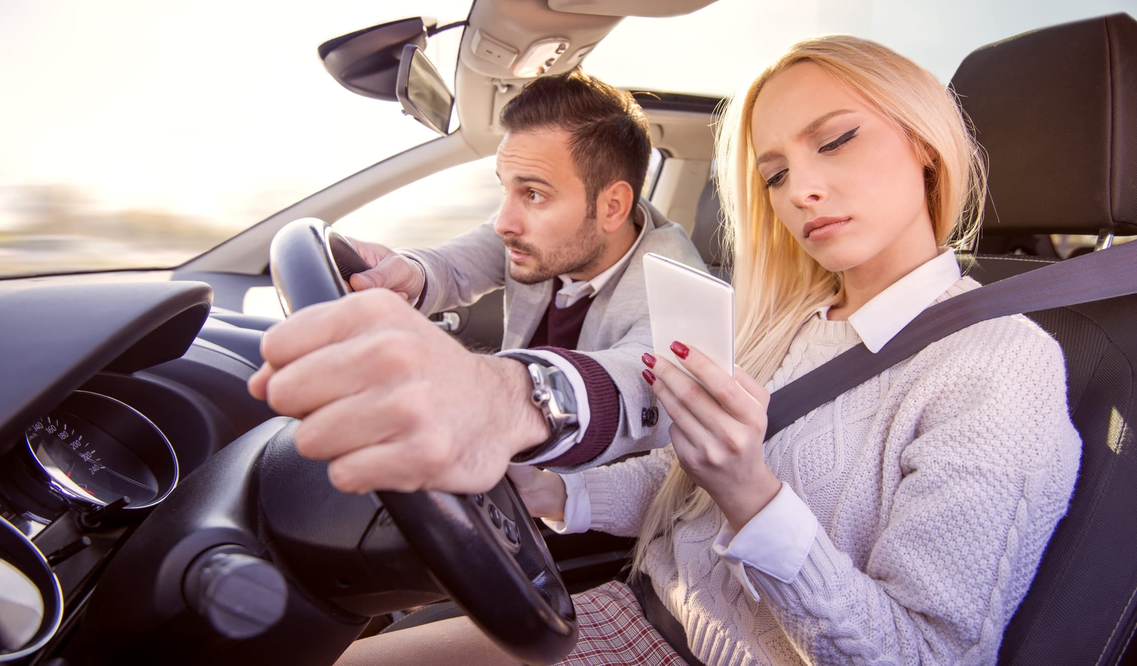 5 choses interdites au volant